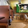 Café – Leinwand mit Sportfernsehen